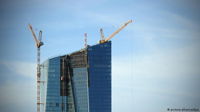 Der Neubau der Zentrale der europäischen Zentralbank in Frankfurt am Main ist fast fertig gestellt. (Foto: picture-alliance/dpa)