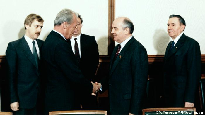Willy Brandt and Mikhail Gorbachev at the Kremlin on May 27,1985
