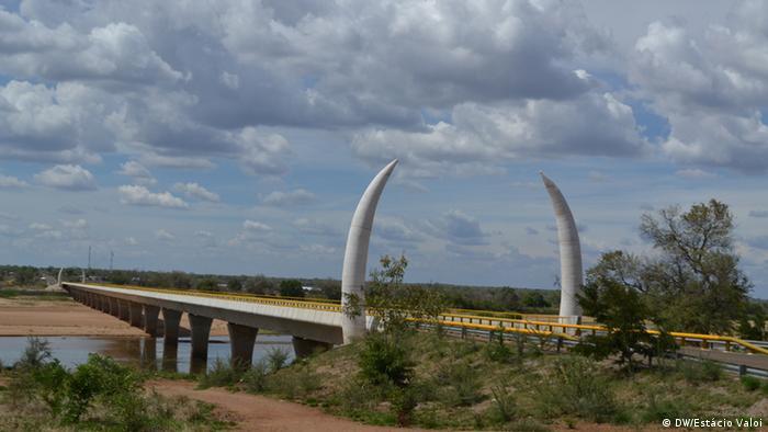 Ponte da Unidade, sobre o rio Rovuma, que liga Moçambique à Tanzânia