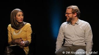 Bloggerin Ala'a Shehabi und Hauke Gierow, Reporter ohne Grenzen (Foto: DW Akademie/Steffen Leidel).