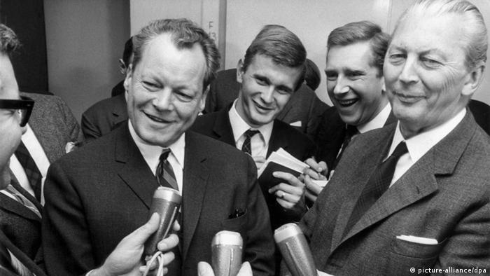 Grosse Koalition: Kurt Georg Kiesinger und Willy Brandt (picture-alliance/dpa)