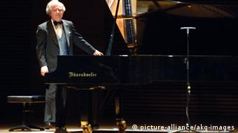 András Schiff after a performance in 2005 (c) picture-alliance/akg-images