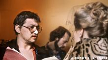 Rainer Werner Fassbinder bei Dreharbeiten zu Die Ehe der Maria Braun