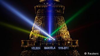 Trauer Mandela Südafrika Paris Eiffelturm (Reuters)