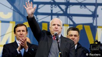 US Senator John McCain on the Maidan stage (Photo: Reuters)