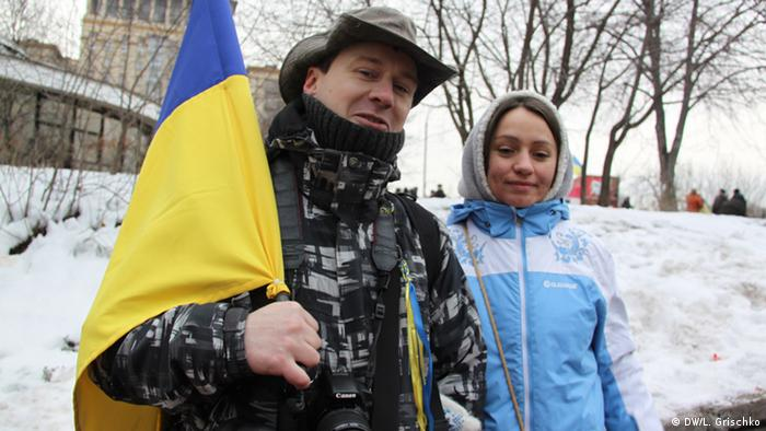 A man and woman with a Ukrainian flag (Photo: Grischko)