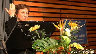 شیرین عبادی در سال ۲۰۰۵ حلقه لایبنیتس شهر هانوفر را دریافت کرد. این انگشتر امسال به پروفسور سمیعی اعطا شد