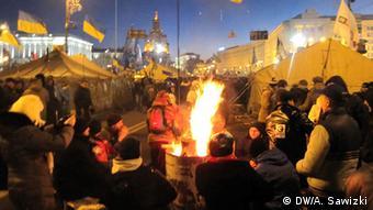 Sie harren trotz klirrender Kälte aus: Die Demonstranten auf dem Maidan (Foto: DW)