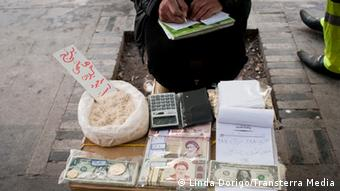 Money exchange on the streets of Tehran