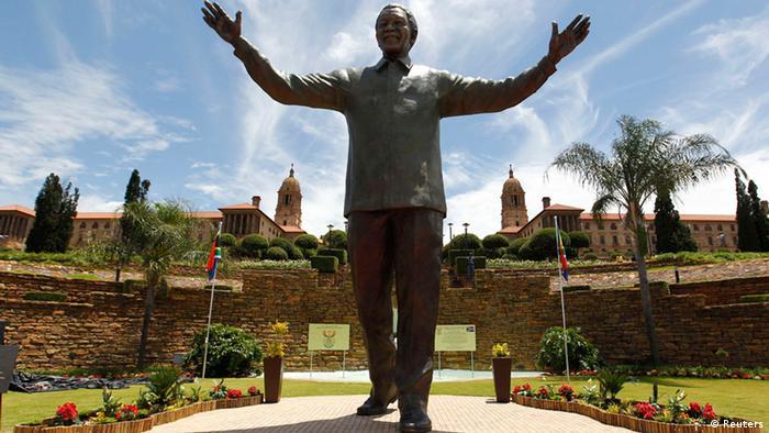A bronze status of Nelson Mandela in Pretoria