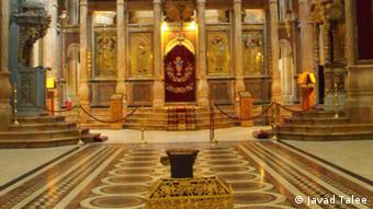 گوشهای از کلیسای قبور در اورشلیم قدیم که مسیحیان معتقدند عیسی مسیح ازآنجا به آسمان عروج کرد و در همینجا هم به زمین باز میگردد