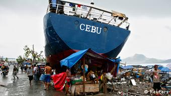 Taifun Haiyan:Das Leben danach in Trümmern und Müll - Typhoon Foto: REUTERS/Erik De Castro