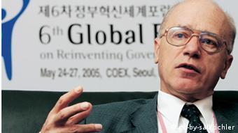 هانز كوشلر المراقب الأممي يرى أن قضية لوكربي مليئة بالتناقضات