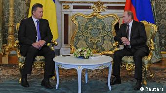 Viktor Yanukovych and Vladimir Putin, meeting in Moscow (c) Reuters