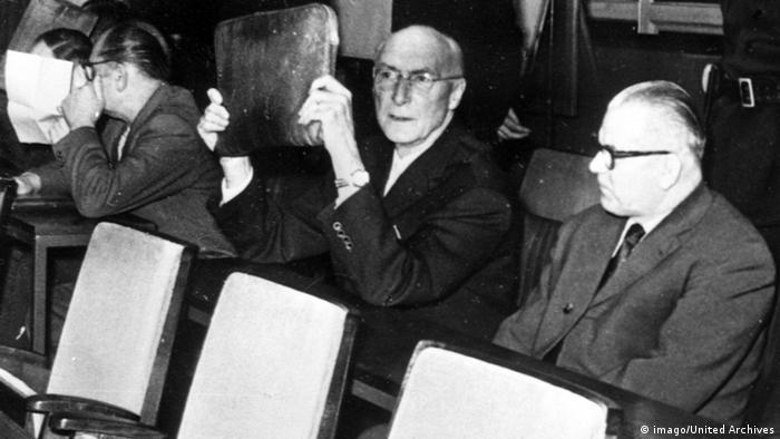 Oskarżeni: ani śladu skruchy (drugi z prawej: Robert Mulka)