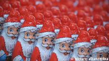 Chocolate Santas (picture-alliance/dpa)
