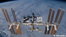 HANDOUT - Undatierte Aufnahem zeigt die Internationale Raumstation (ISS) mit dem angedockten europäischen Wissenschaftslabor Columbus (Mitte unten links) in der Erdumlaufbahn. Die europäische Weltraumorganisation ESA hat Astrium, das weltweit zweitgrößte Raumfahrtunternehmen, damit beauftragt, als industrieller Hauptauftragnehmer den Betrieb und die Nutzung der europäischen Anteile an der Internationalen Raumstation (ISS) weiter zu führen. Der Auftragswert für den Zeitraum 2013 bis 2014 beträgt 195 Millionen Euro. Foto: Nasa/dpa (ACHTUNG: Nur zur redaktionellen Verwendung im Zusammenhang mit der aktuellen Berichterstattung und nur bei Nennung: Foto: Nasa/dpa) pixel