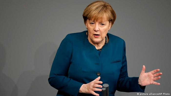 Merkel giving a speech (photo: AP Photo/Michael Sohn)