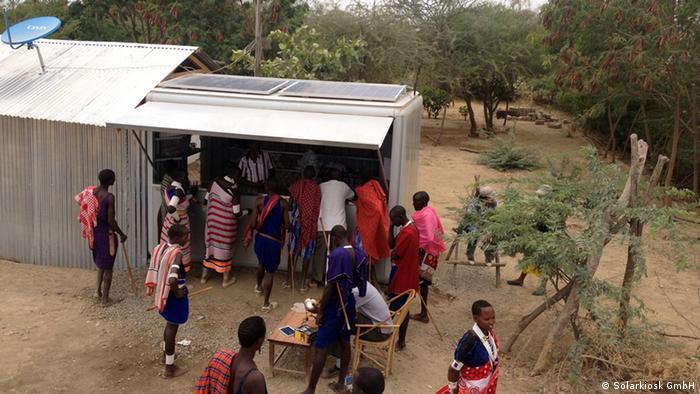 Solarkiosk in Olkiramatian, in der Nähe des Lake Magadi in Kenia