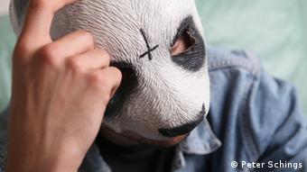 Schwengber mengatakan menerjemahkan bagi Cro - yang selalu memakai masker panda - memberi tantangan tersendiri