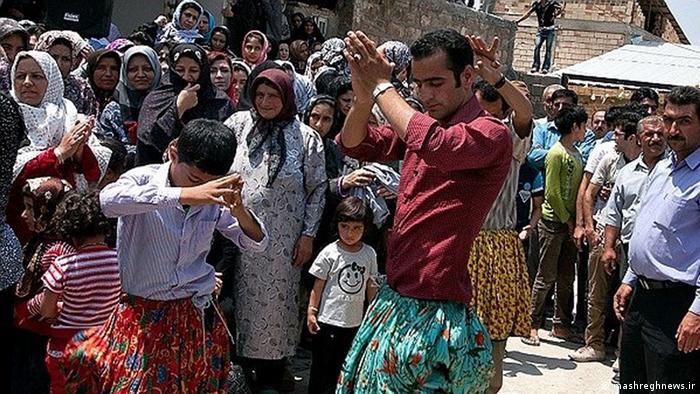 ساکنان استانهای شمالی ایران نیز رقصهای محلی مختلفی را اجرا میکنند. رقص قاسمآبادی و رقص برنج از جمله آنها هستند.