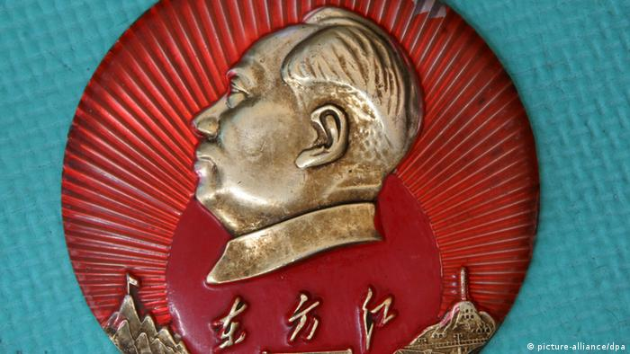 Mao Zedong - Picture taken in China on 28 March 2009 shows a badge of the portrait of Mao Zedong.The Mao badge is a kind of badge with a head portrait of Mao Zedong, and was very popular in China during the Cultural Revolution. The badge of Chairman Mao (Mao Zedong) has been listed as the modern antique at present. The design and manufacture of badges is a kind of comprehensive art process, including painting, calligraphy, carving, photography, pottery, sculpture, etc. (Photo: Liu zhaoming/Imaginechina +++(c) dpa - Report+++)
