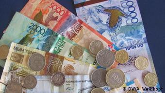 Банкноты и монеты тенге