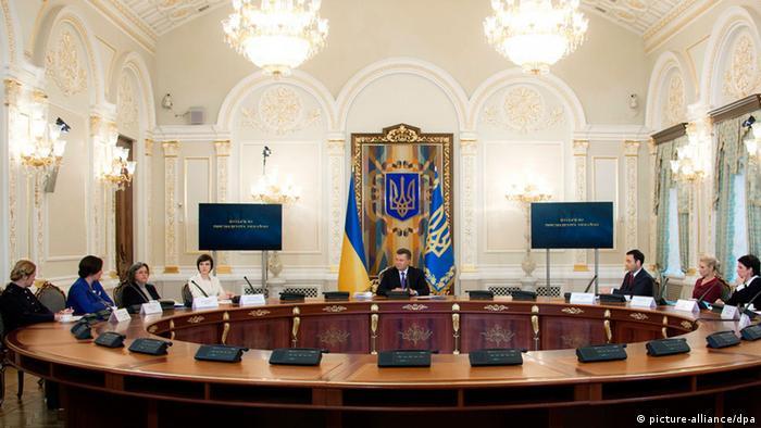 Під час телевізійного інтерв'ю українським телеканалам