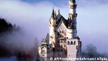 Schloss Neuschwanstein im Allgaeu zeigt ein undatiertes, vom Fremdenverkehrsamt herausgegebenes Foto. Der Deutschen liebstes Urlaubsland ist Deutschland. Die beliebtesten Ziele sind die Kuesten von Ost- und Nordsee, die Mecklenburger Seenplatte, Oberbayern und das Allgaeu. (AP Photo/Fremdenverkehrsamt Allgaeu/Bayerisch-Schwaben/HO) ** zu APD6887 ** EDITORIAL USE ONLY MANDATORY CREDIT**