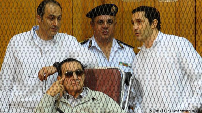 Hosni Mubarak und seine Söhne vor Gericht (Foto: Ahmed El-Malky/AFP/Getty Images)