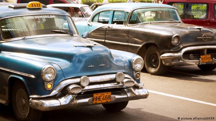 Alte amerikanische Limousinen in Kubas Hauptstadt Havanna (Foto: k.A.)