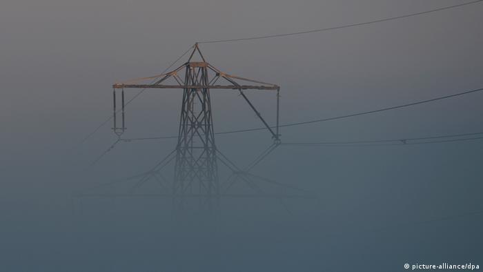 Überlandleitungen zu Strom-Mafia Steuerbetrug Symbolbild
