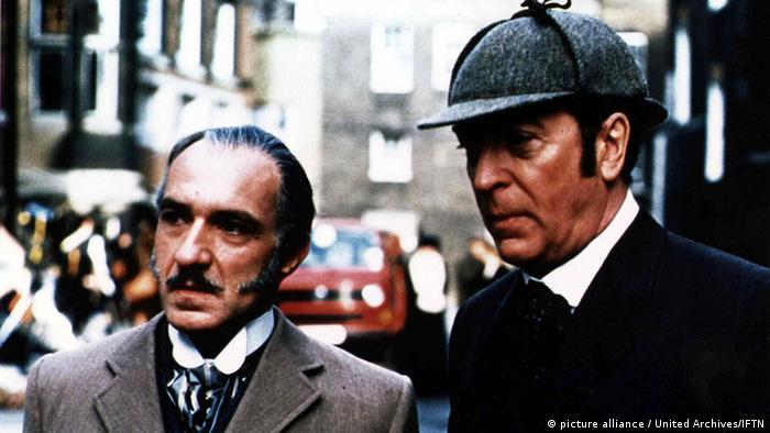 Film scene of 'Without a Clue' with Michael Caine and Ben Kingsley (picture alliance / United Archives/IFTN)
