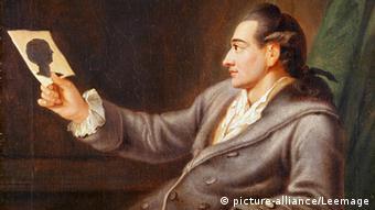 Johann Wolfgang von Goethe schaut ein Porträt Charlotte von Steins in seiner Hand an