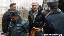 Head of Menatep bank Platon Lebedev (C) is escorted to Khamovnichesky district court in Moscow, Russia 01 November 2010. Khodorkovsky was arrested in October 2003 and Lebedev in July that year. On 31 May 2005 Moscow's Meshchansky Court sentenced both men to nine years in prison on charges of fraud and tax evasion but was later reduced by one year. A second set of charges were brought against both men, in which they were accused of large-scale theft and attempts to legalize stolen property, when their trial was drawing to a close in 2005. Prosecutor asks to sentence both to 14 years of imprisonment. EPA/SERGEI CHIRIKOV +++(c) dpa - Bildfunk+++