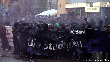 Hamburg, Rote Flora, Protests, 2011 (picture-alliance/dpa)