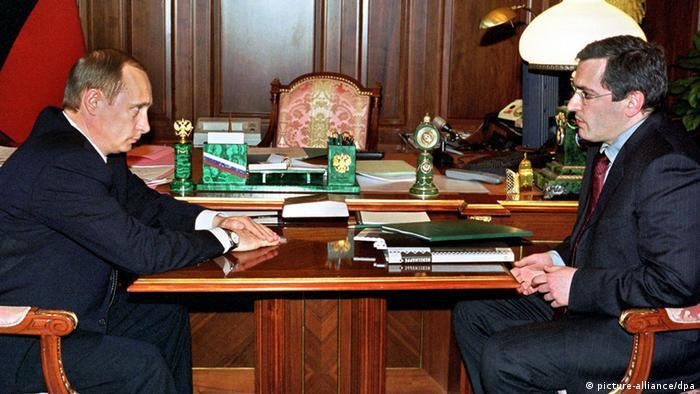 Wladimir Putin und Michail Chodorkowski im März 2002 im Kreml (Foto: dpa)