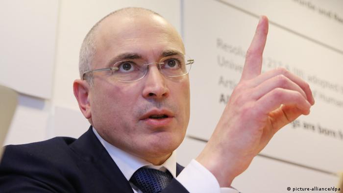 Chodorkowski bei seiner Pressekonferenz in Berlin (Foto: Michael Kappeler/dpa)