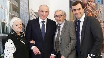 Khodorkovsky with family in Berlin after his release (REUTERS/Michael Kappeler/Pool)
