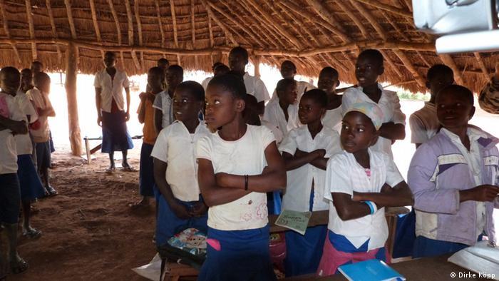 Martin Kobler Chef der UNO-Mission Kongo Besuch Schule