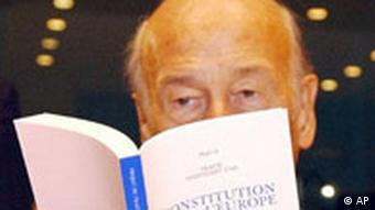 Valery Giscard d'Estaing mit EU Verfassung p178
