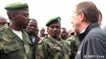 Martin Kobler talks to Congolese soldiers