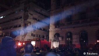 Vor diesem Gebäude ereignete sich der Bombenanschlag von Mansura (Foto: Reuters)