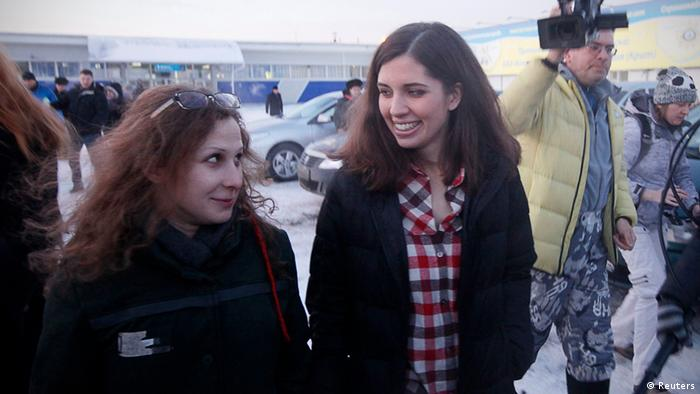 Alyokhina and Tolokonnikova after being released (REUTERS/Ilya Naymushin)