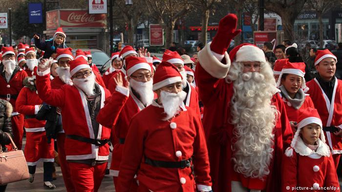 China Weihnachten Parade Weihnachtamänner