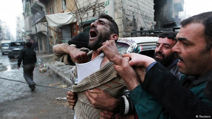 Syrien Vater trauert um seine Kinder 2013 (Reuters)