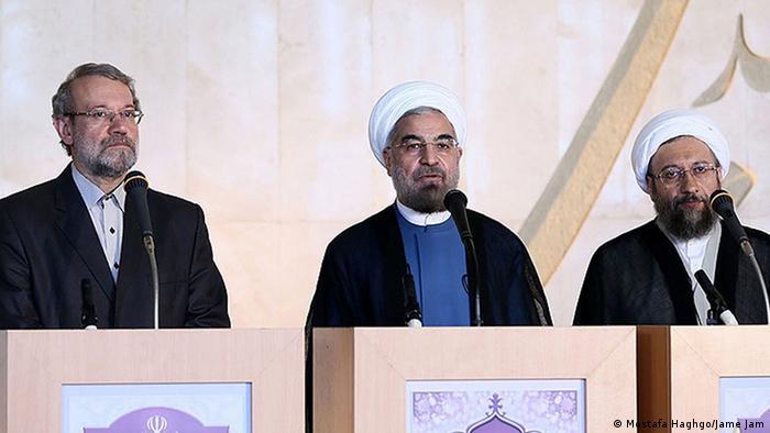 رؤسای سه قوه در جمهوری اسلامی: (از راست) صادق آملی لاریجانی (قوه قضائیه)، حسن روحانی (قوه مجریه) و علی لاریجانی (قوه مقننه)