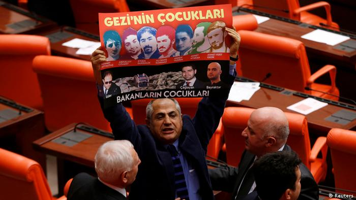 Protests in Turkey's parliament following the corruption scandal (c) Reuters