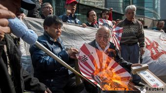 Japanische Flagge Bild Shinzo Abe Hideki Tojo Verbrennung japanisches Konsulat Hong Kong Protest