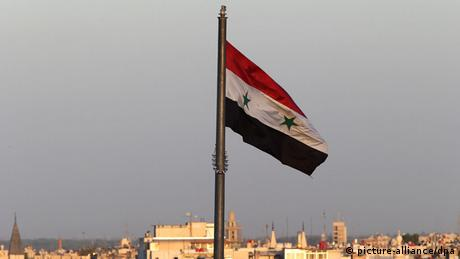 Syrien Flagge in Damaskus (picture-alliance/dpa)